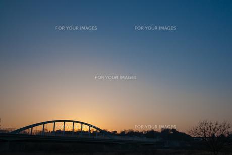朝焼けと橋の素材 [FYI00134761]