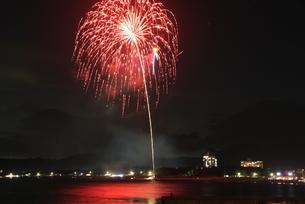 海水浴場の花火大会6の写真素材 [FYI00134897]