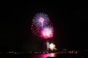 海水浴場の花火大会4の写真素材 [FYI00134912]
