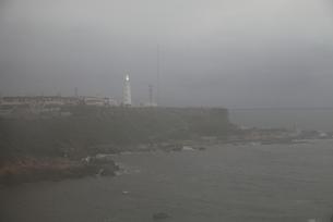 濃霧の中の野島崎灯台の写真素材 [FYI00135078]