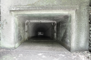 大房岬要塞の強固な地下壕の写真素材 [FYI00135158]