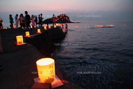 海の灯篭流しの素材 [FYI00135245]