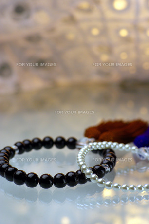 ふたつの数珠の写真素材 [FYI00135383]