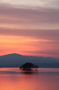 琵琶湖夕景の写真素材 [FYI00135486]