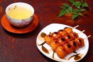 だんごとお茶の写真素材 [FYI00135627]