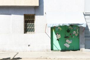 外国のかわいい絵のドアの写真素材 [FYI00136249]