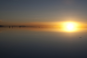 ウユニ塩湖の夕日の写真素材 [FYI00136298]