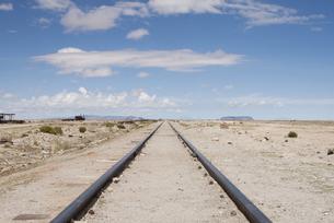 続く線路の写真素材 [FYI00136324]