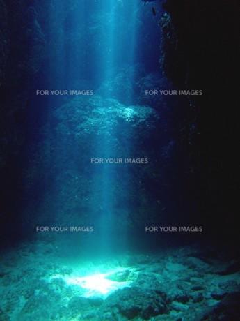 自然が作り出す光の写真素材 [FYI00136330]