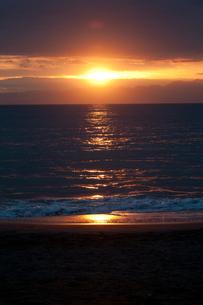 夕焼けの海の写真素材 [FYI00136487]