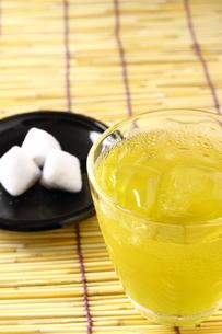 緑茶と和菓子の写真素材 [FYI00136488]