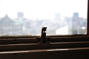 古い窓-留め具の写真素材 [FYI00136515]