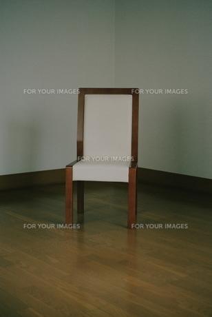 座る人のない椅子の素材 [FYI00136532]