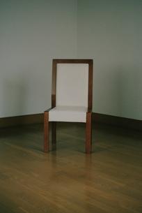 座る人のない椅子の写真素材 [FYI00136532]