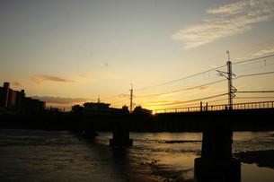 宇治川の鉄橋が染まる時の写真素材 [FYI00136893]