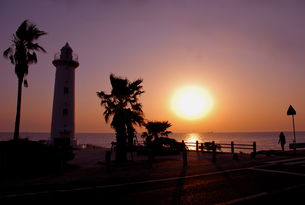 灯台の夕日の写真素材 [FYI00137637]