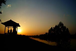 秘密基地の夕暮れの写真素材 [FYI00137733]