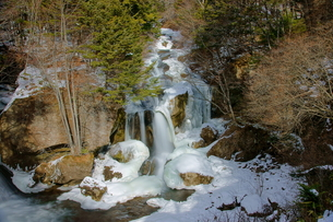 冬の日光竜頭の滝の写真素材 [FYI00138473]