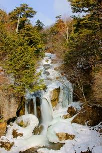 冬の日光竜頭の滝の写真素材 [FYI00138484]