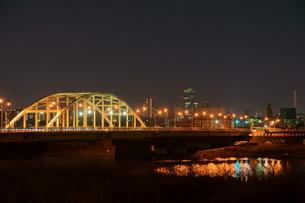 夜の江北橋の写真素材 [FYI00138538]