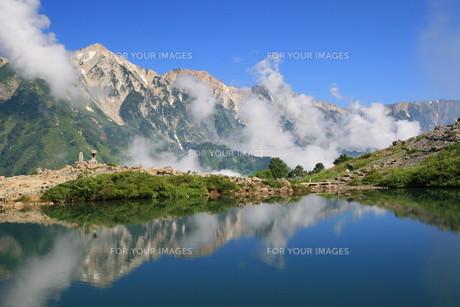 白馬三山と八方池の写真素材 [FYI00138941]
