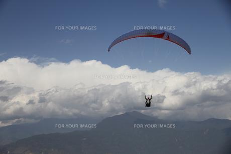 パラグライダーの写真素材 [FYI00139696]
