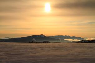 雪原と太陽の写真素材 [FYI00141633]