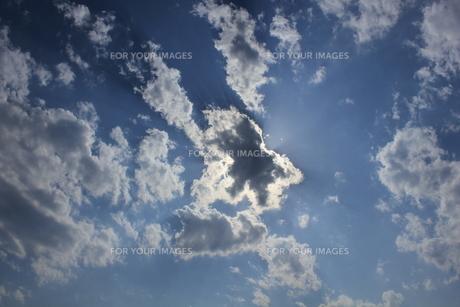 雲に隠れた太陽の素材 [FYI00142453]
