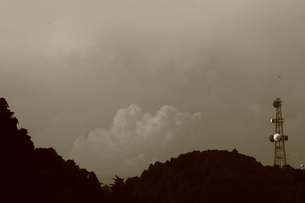 セピア/山/雲の素材 [FYI00142464]