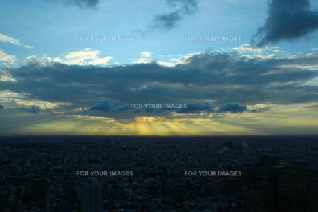 雲/隠れた夕日の素材 [FYI00142474]
