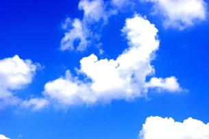 青空と白い雲の写真素材 [FYI00143089]