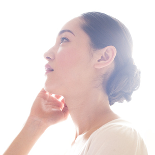若い日本人女性のビューティーイメージの写真素材 [FYI00143129]