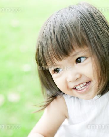 笑顔の可愛いハーフの少女の素材 [FYI00143156]