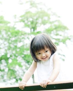 笑顔の可愛いハーフの少女の写真素材 [FYI00143177]