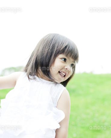 笑顔の可愛いハーフの少女の素材 [FYI00143181]
