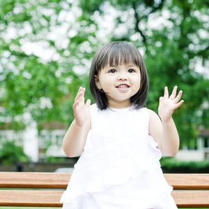 笑顔の可愛いハーフの少女の素材 [FYI00143182]
