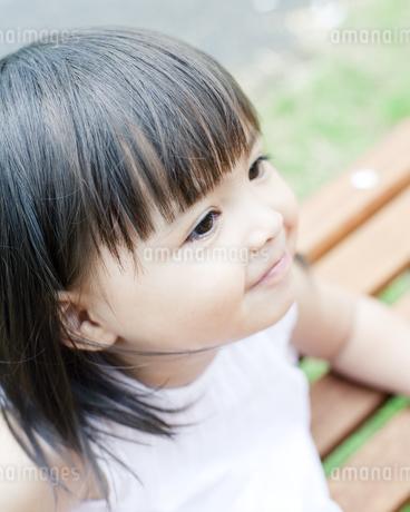 笑顔の可愛いハーフの少女の写真素材 [FYI00143184]