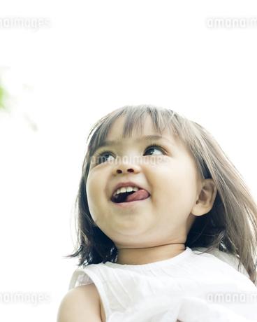 笑顔の可愛いハーフの少女の写真素材 [FYI00143191]