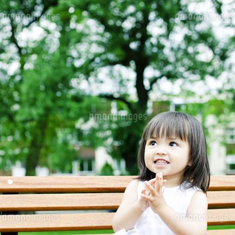 笑顔の可愛いハーフの少女の写真素材 [FYI00143196]