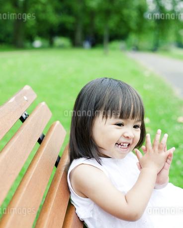 笑顔の可愛いハーフの少女の写真素材 [FYI00143205]