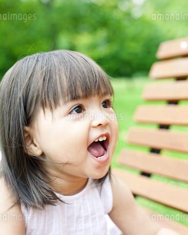 笑顔の可愛いハーフの少女の写真素材 [FYI00143206]