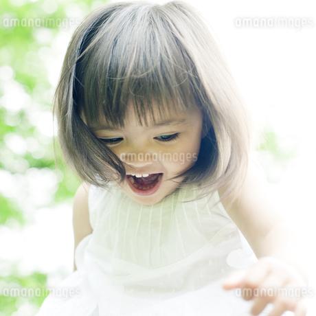 笑顔の可愛いハーフの少女の素材 [FYI00143210]
