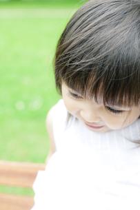 笑顔の可愛いハーフの少女の写真素材 [FYI00143213]