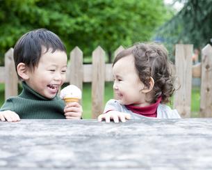 笑顔の男の子と女の子の写真素材 [FYI00143232]