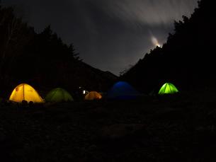 月明かりの夜の写真素材 [FYI00143325]