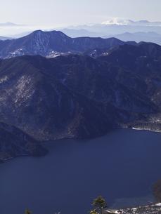 中禅寺湖と皇海山の写真素材 [FYI00143363]