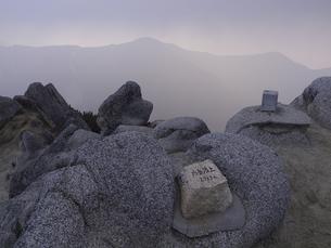 燕岳頂上の写真素材 [FYI00143392]