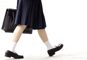 歩く女子高校生の写真素材 [FYI00143884]