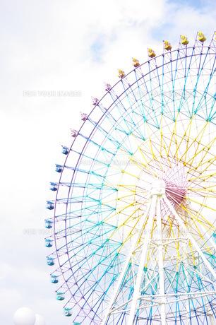 空と虹色観覧車の素材 [FYI00144816]