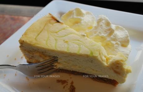 街で一番美味しいチーズケーキのカフェの写真素材 [FYI00144968]